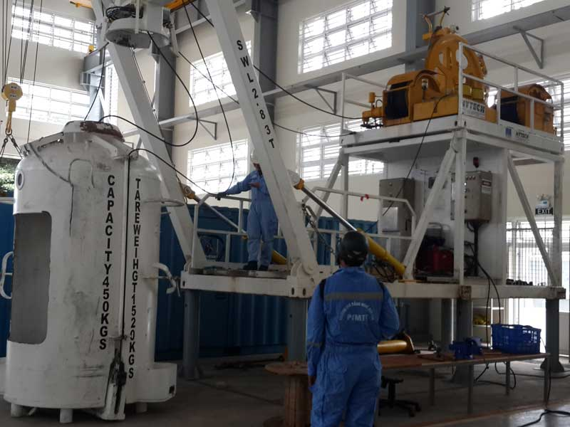 rental hydraulic winch , hire hydraulic winch , winch for offshore, rental winch application for offshore, Rental a frame , crane , Supply hydraulic winch , a frame, crane hydraulic equipment for offshore.